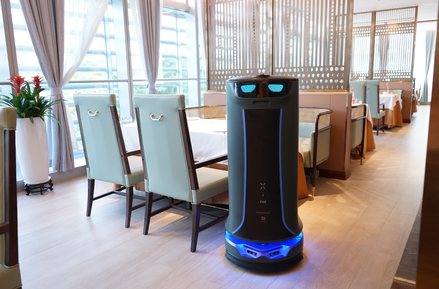 HolaBot Service Robot Delivers With LoRa®